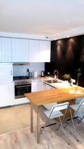 Aprica Apartments White