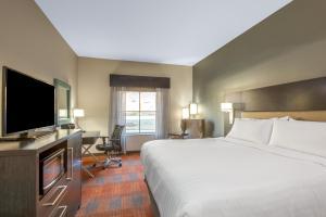 Holiday Inn Express Shawnee