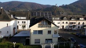Moseltraum-FEWO mit Burgblick und Balkon
