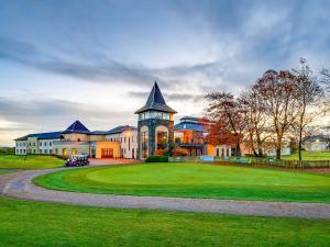 Ballykisteen Hotel & Golf Resort