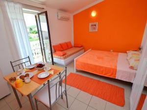 Apartment Karlo.2, Apartmány  Tribunj - big - 2