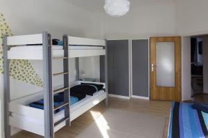 Stilvolle Altbauwohnung in zentraler Lage, Apartmanok  Kiel - big - 11