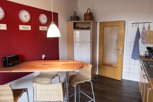 Stilvolle Altbauwohnung in zentraler Lage, Apartmanok  Kiel - big - 9