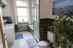 Stilvolle Altbauwohnung in zentraler Lage, Apartmanok  Kiel - big - 7