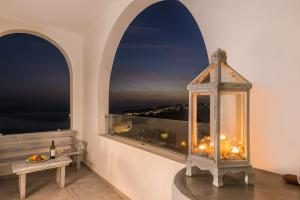 Aspronisi Luxury Villa with Caldera View(Megalochori)