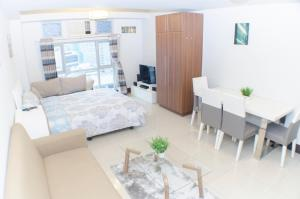Spacious Studio Next to Greenbelt