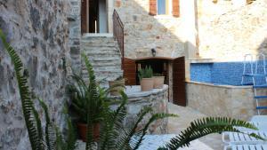 Old Stone Village House & Cottage