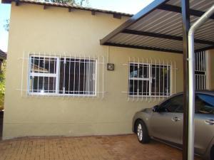African Rose Guesthouse, Penzióny  Kempton Park - big - 23