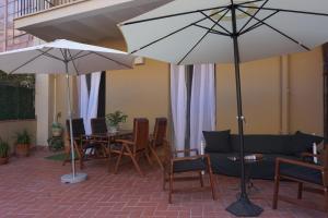 ApartEasy - Family apartment next to Gaudi houses