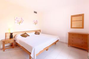 Apartamentos Colomar, Apartmány  Playa de Es Figueral - big - 13