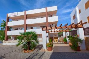 Apartamentos Colomar, Apartmány  Playa de Es Figueral - big - 18