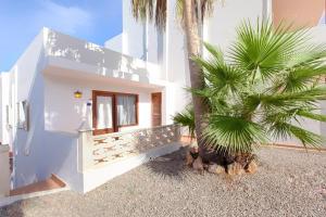 Apartamentos Colomar, Apartmány  Playa de Es Figueral - big - 2