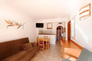 Apartamentos Colomar, Apartmány  Playa de Es Figueral - big - 3