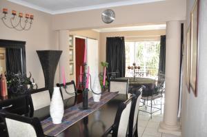 African Rose Guesthouse, Penzióny  Kempton Park - big - 8