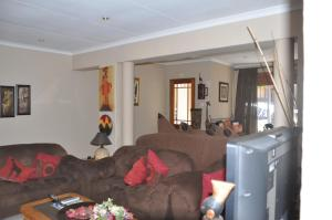 African Rose Guesthouse, Guest houses  Kempton Park - big - 17