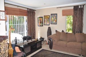 African Rose Guesthouse, Penzióny  Kempton Park - big - 18