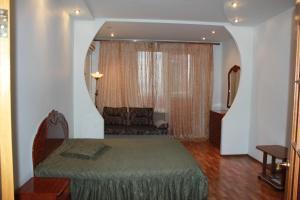 Apartments on Budennogo 17v