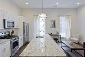 Three-Bedroom Apartment on Washington Street 4
