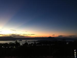 Wind Residence with View of Taal Lake, Apartmanok  Tagaytay - big - 13