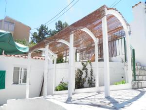 Charneca Guest House
