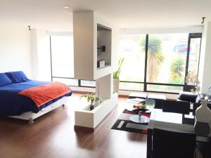 Bright Loft! Upscale neighbourhood and close to Unicentro Mall
