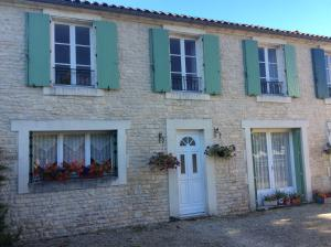 Le Petit Bijou, Bed & Breakfast  Saint-Fraigne - big - 8