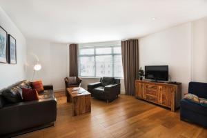 FantasticStay Bond Apartments