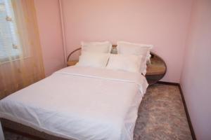 Apartment on Marshala Katukova 11/2