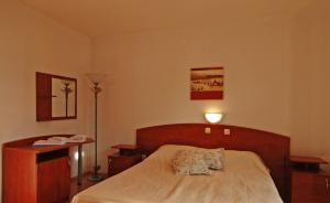 Three-Bedroom Apartment in Barbat I, Appartamenti  Barbat na Rabu - big - 4