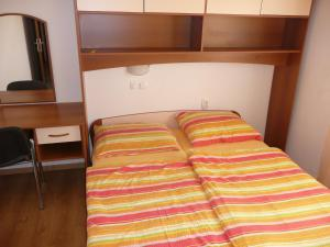 Apartment in Rab/Insel Rab 16217, Apartmanok  Barbat na Rabu - big - 3