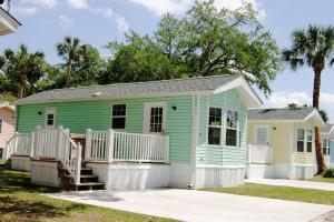 Tropical Palms Premium Two-Bedroom Cottage 54