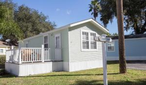 Tropical Palms Standard Two-Bedroom Cottage 10
