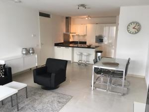 Calypso 2 bedroom apartment with parking & gym 692