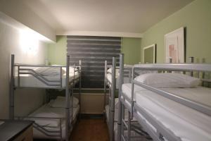 Es Hostel Midi