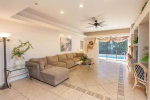 Vacation Pool Home by the Beach, Nyaralók  Naples - big - 31