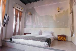 Double Room with Private Bathroom Arom d Hostel
