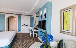 Tower King or Twin Room with Partial Sea View
