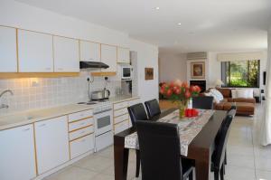 Camps Bay Villa, Guest houses  Cape Town - big - 22