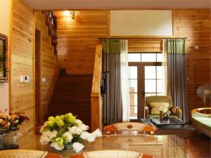 Beijing Qingshui Hewan Woodhouse Hotel, Отели  Miyun - big - 2