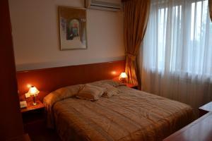 德瓦比塞拉酒店 (Hotel Dva Bisera)