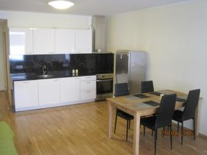 Kaupmehe 7 Apartment with Balcony