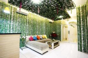 C.Stone Hotel, Отели  Сурабая - big - 18