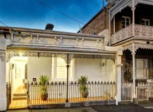 (Melbourne Fitzroy Terrace)