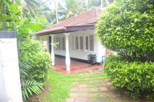 Dinethya Holiday Home