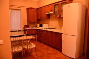 Apartment on Sukhovolya Street 9, Apartments  Truskavets - big - 26