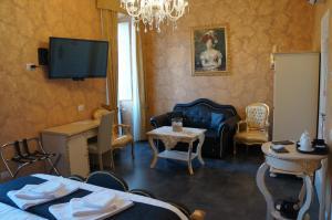 Pope's Suites