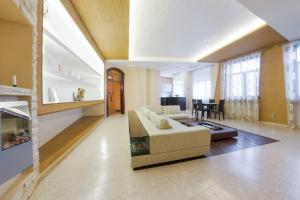 Hi-Tech Home Apartments on Italiyanskaya 33