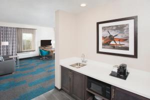 Hampton Inn & Suites LAX El Segundo, Отели  Эль-Сегундо - big - 10