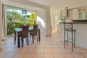 Apartment Avenue Des Terrasses, Apartmanok  Cassis - big - 31