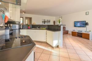 Apartment Avenue Des Terrasses, Apartmanok  Cassis - big - 26
